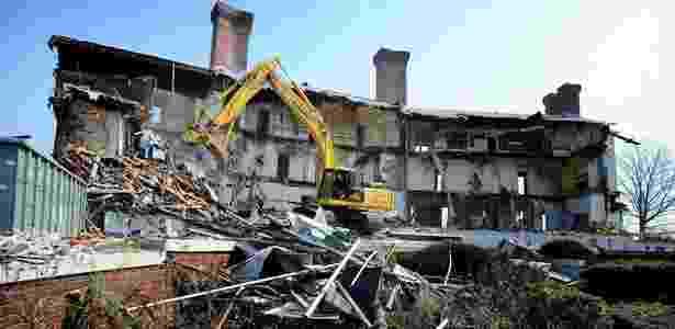 """Casa apontada como inspiração para o romance """"O Grande Gatsby"""" é demolida (18/04/2011) - Thomas A. Ferrara / AP"""