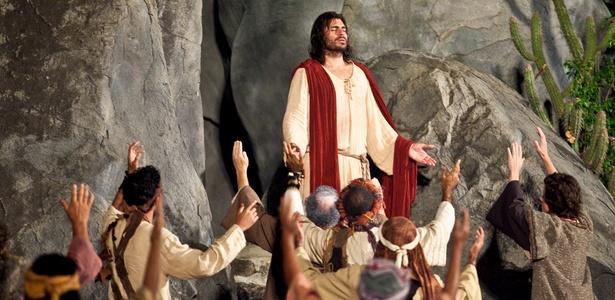 """Thiago Lacerda interpreta Jesus durante encenação de """"Paixão de Cristo"""" em Nova Jerusalém (21/4/2011) - Alexandre Severo/UOL"""