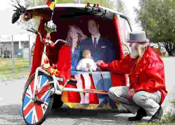 """Bicicleta para o casamento real britânico criada pelo excêntrico artista alemão """"El Diablo"""" - Tobias Schwarz / Reuters"""