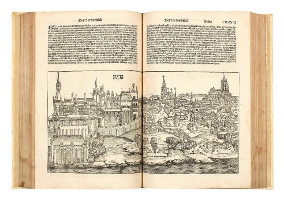 Páginas da obra Crônica de Nuremberg cedida pela casa de leilões Bonhams de Londres - EFE / Bonhams