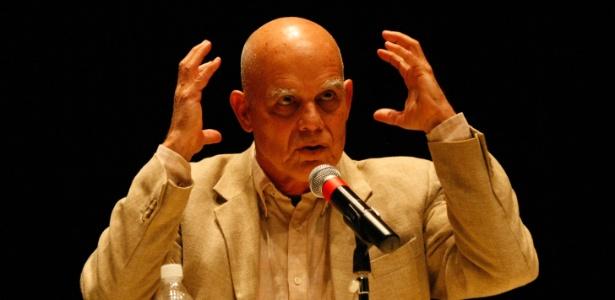 Pedro Juan Gutiérrez durante palesta nesta manhã em São Paulo (18/5/2011) - Luiz Carlos Murauskas/Folhapress