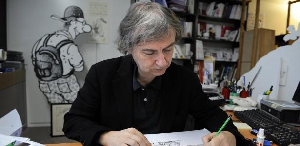 O cartunista francês Jean Plantureux, conhecido pelo nome artístico de Plantu, em seu escritório, na França (13/2/2009) - AFP PHOTO / STEPHANE DE SAKUTIN