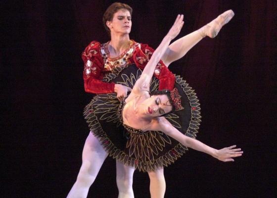 Dançarinos do Balé Nacional de Cuba durante apresentação em Havana (28/10/2002) - Cristobal Herrera / AP