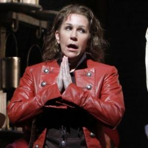 "Joyce DiDonato como Isolier, em Rossini ""Le Comte Ory"" (21/4/11)  - AP Photo / Richard Drew"
