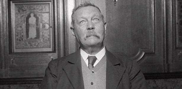 O escritor escocês Arthur Conan Doyle, criador do detetive Sherlock Holmes, em foto de 1922 - Reuters