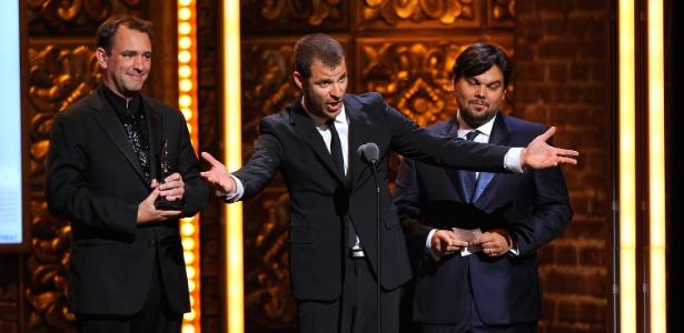 """Trey Parker, Robert Lopez e Matt Stone,  criadores do musical """"The Book of Mormon"""", que venceu nove das 14 categorias a que concorria no Tony Awards 2011 (12/06/2011) - Getty Images"""