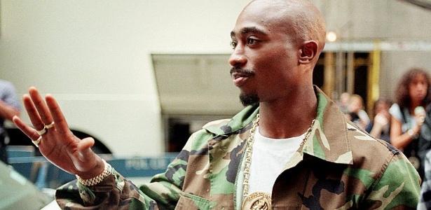 O rapper TuPac Shakur desembarca em Nova York para o MTV Music Awards em 4 de setembro de 1996, três dias antes de sua morte