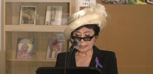 """Yoko Ono discursa na apresentação de sua obra """"My Mommy is Beautiful"""" na ONU, em Nova York (22/6/2011) - Andres Iamartino/Efe"""