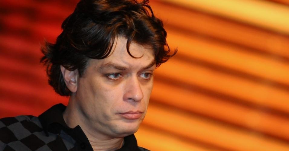 Com a camisa oficial do Corinthians, Fábio Assunção apresenta a peça