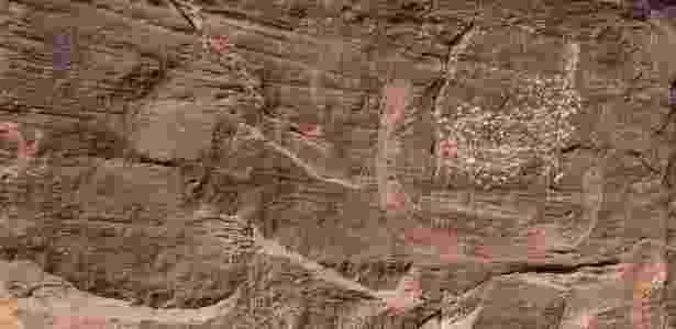 Inscrição apontada como o desenho mais antigo de um rei egípcio, achado ao noroeste da cidade de Assuã, no Egito (04/07/2011) - EFE