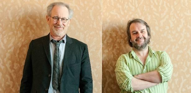 """Os cineastas Steven Spielberg (esq.) e Peter Jackson (dir.) posam para fotos durante a Comic-Con, em San Diego. Eles apresentaram o filme """"As Aventuras de Tintim - O Segredo do Licorne"""" (22/7/11)"""