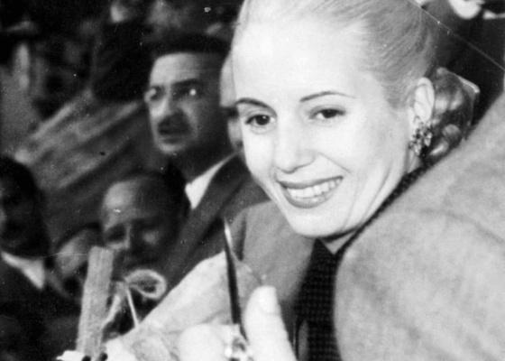 A ex-primeira dama argentina Eva Perón durante evento que atraiu multidão em Buenos Aires em 1951 - AP Photo/file,Oscar Kersenbaum