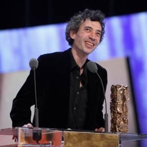 O ator Eric Elmosnino discursa durante cerimônia do César (25/02/2011) - Getty Images