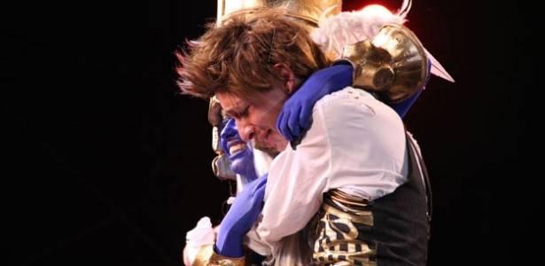 Dupla brasileira Maurício Somenzari e Mônica Somenzari se emociona após vencer o WCS em Nagoiya, no Japão (6/8/2011) - Reprodução/WCS
