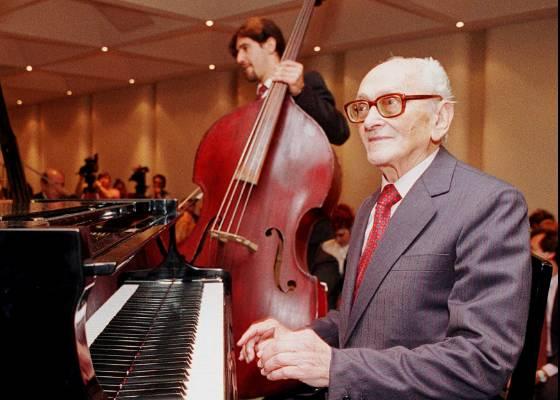 O compositor e pianista argentino Osvaldo Pugliese  - AP Photo/Daniel Muzio
