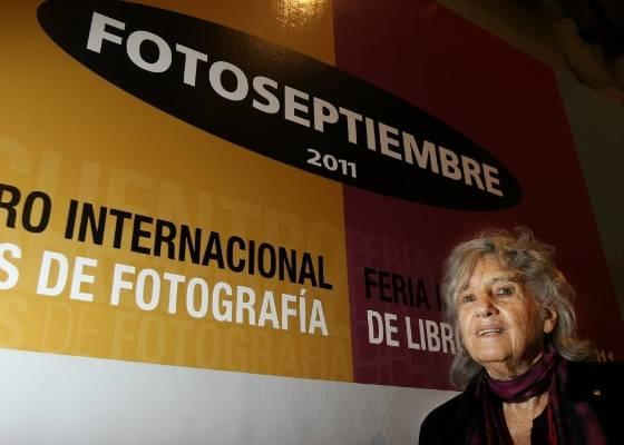 A fotógrafa brasileira de origem britânica Maureen Bisilliat participa de feira de fotografia no México (31/8/2011) - EFE/Alex Cruz