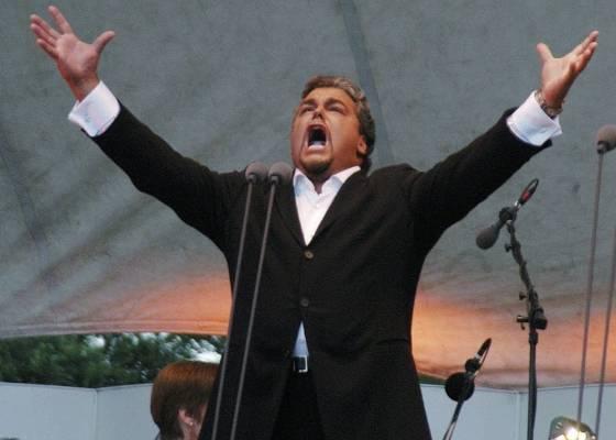 O tenor italiano Licitra participa de concerto em Nova York (19/7/2003)  - AP Photo/Jennifer Szymaszek