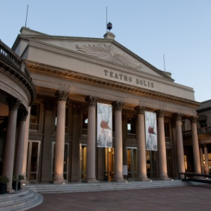 Fachada do Teatro Solís em Montevidéu, no Uruguai (01/06/2010) - Thaís Brandão/Folhapress