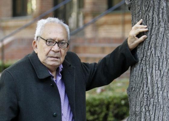 Lêdo Ivo cobra uma poesia mais indignada com problemas sociais (10/10/2011) - EFE