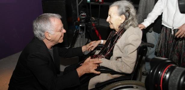 Nelson Motta recebe a mãe do cineasta Glauber Rocha, Lucia Rocha durante lançamento de livro sobre o cineasta no Arpoador (17/10/2011) - AgNews