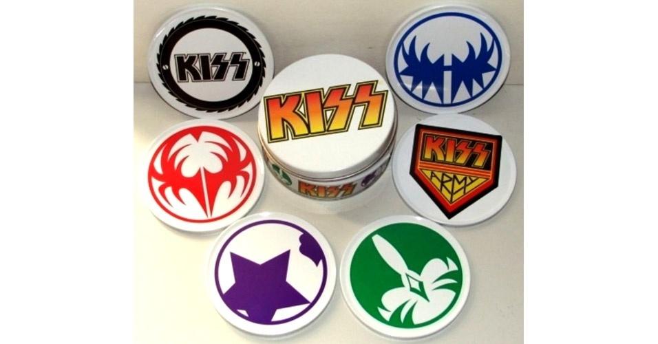 Porta copos de metal com estampa da banda Kiss