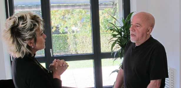 """Paulo Coelho em entrevista a Ana Maria Braga no """"Mais Você"""" (25/11/11) - Divulgação"""