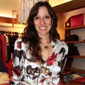 A estilista Isabela Capeto em sua loja no Leblon - Divulgação