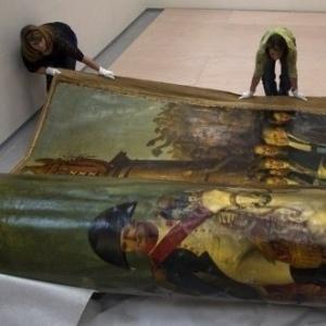 Restauradores trabalham em imagem de Napoleão Bonaparte - AFP