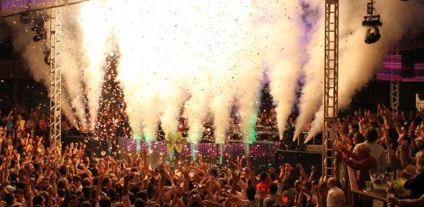 Baladeiros curtem a noite no clube Green Valley, em Camboriú (SC) - Divulgação