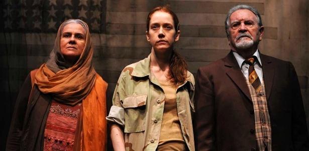 """Vera Hotlz, Camila Morgado e Antônio Petrin em cena da peça """"Palácio do Fim"""", de José Wilker  - Divulgação"""