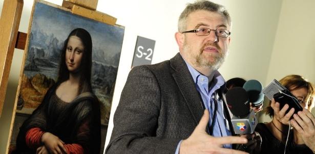 Curador do Prado Museum, Miguel Falomir conversa com a imprensa sobre a descoberta de uma nova versão de Mona Lisa, de Leonardo Da Vinci (1/2/2012) - AFP PHOTO / JAVIER SORIANO