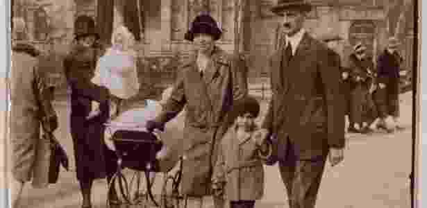 Foto de pais e da pequena Anne Frank, que voltará a Frankfurt para ser exposta em museu - ANNE FRANK FONDS BASEL/EFE