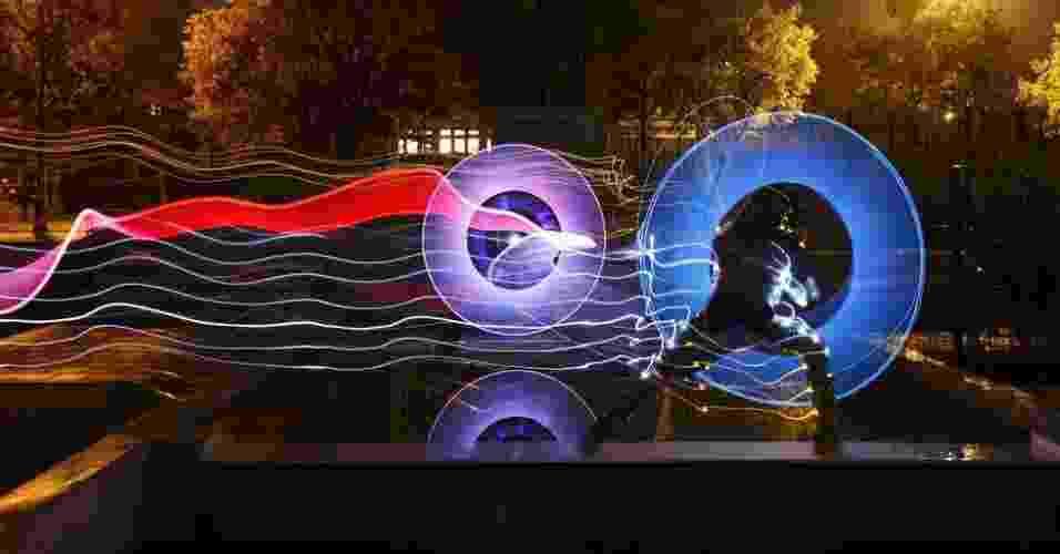 Joerg Miedza e Jan Wöllert usam lanternas e até fogos de artifício combinados com fotografia para criar pinturas à noite e em ambientes escuros - Joerg Miedza e Jan Wöllert/www.lapp-pro.de
