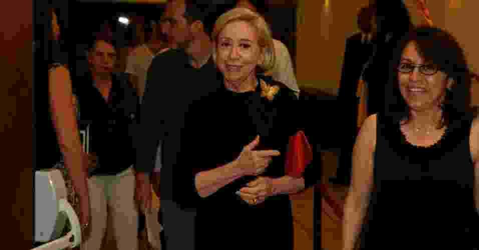 A atriz Fernanda Montenegro chega ao Espaço Victória, no Jockey Club do Rio de Janeiro, para a edição carioca do 24º Prêmio Shell de Teatro (13/3/12) - AgNews