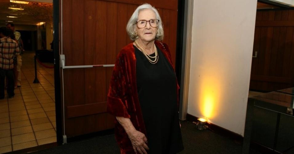 Bárbara Heliodora é homenageada pelos 54 anos de trabalho na crítica no 24º Prêmio Shell de Teatro, no Rio (13/3/12)