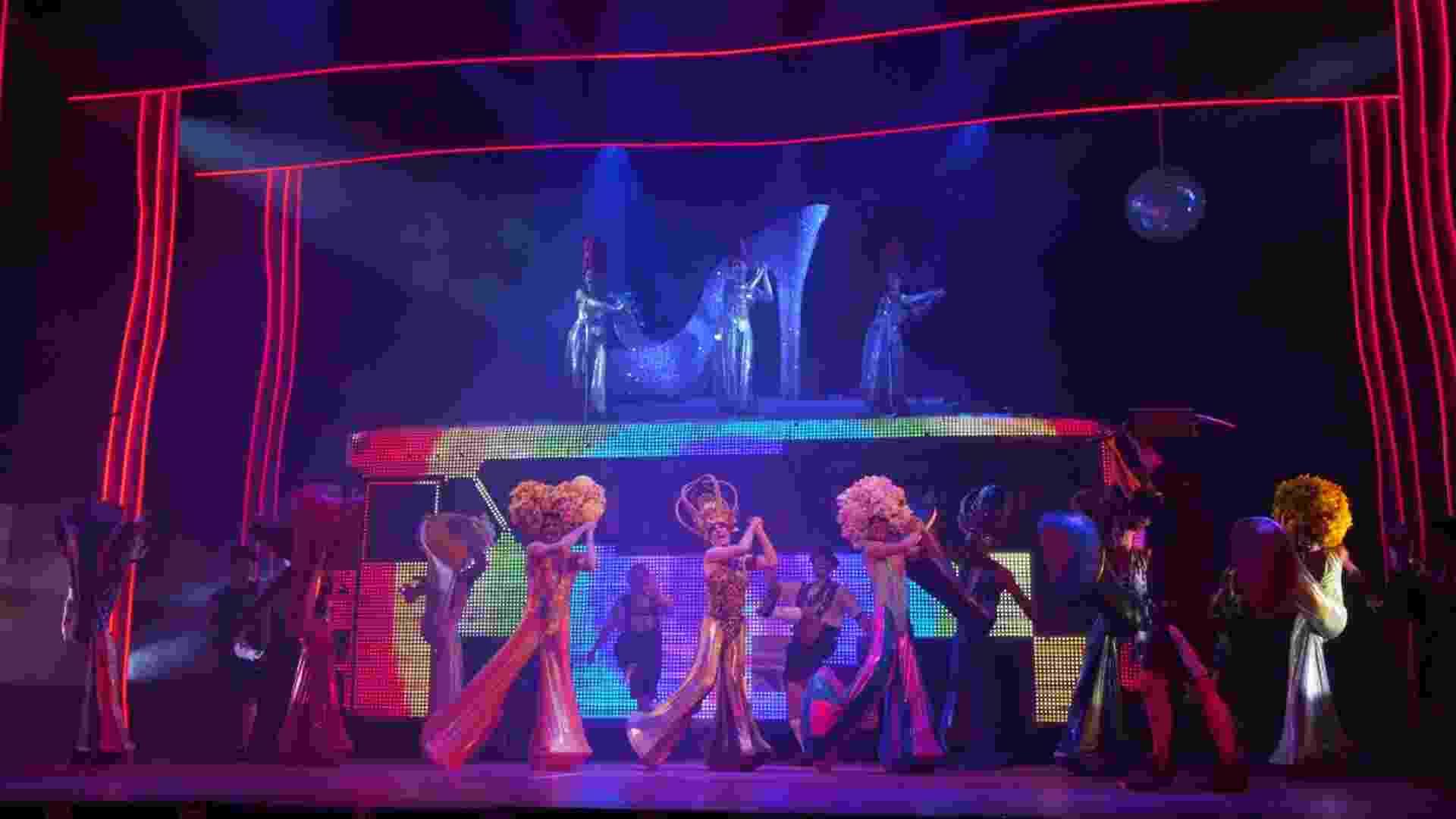"""Cena do musical """"Priscilla, A Rainha do Deserto"""", produzida pela GEO Eventos. A peça estreia em São Paulo neste sábado (17) - Lenise Pinheiro/UOL"""