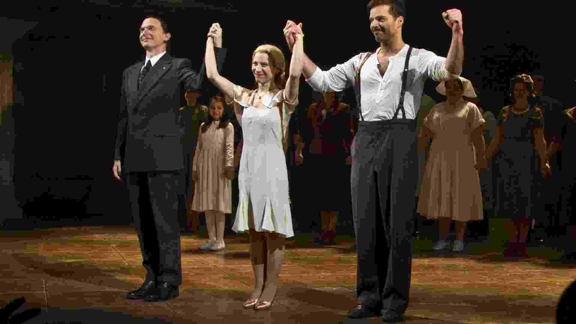 """No musical """"Evita"""", de Andrew Lloyd Webber, Ricky Martin interpreta Che Guevara e a atriz argentina Elena Roger aparece como Eva Perón. O espetáculo está em cartaz na Broadway e fica até o dia 5 de abril em cartaz (12/3/12) - Miguel Rajmil/Efe"""