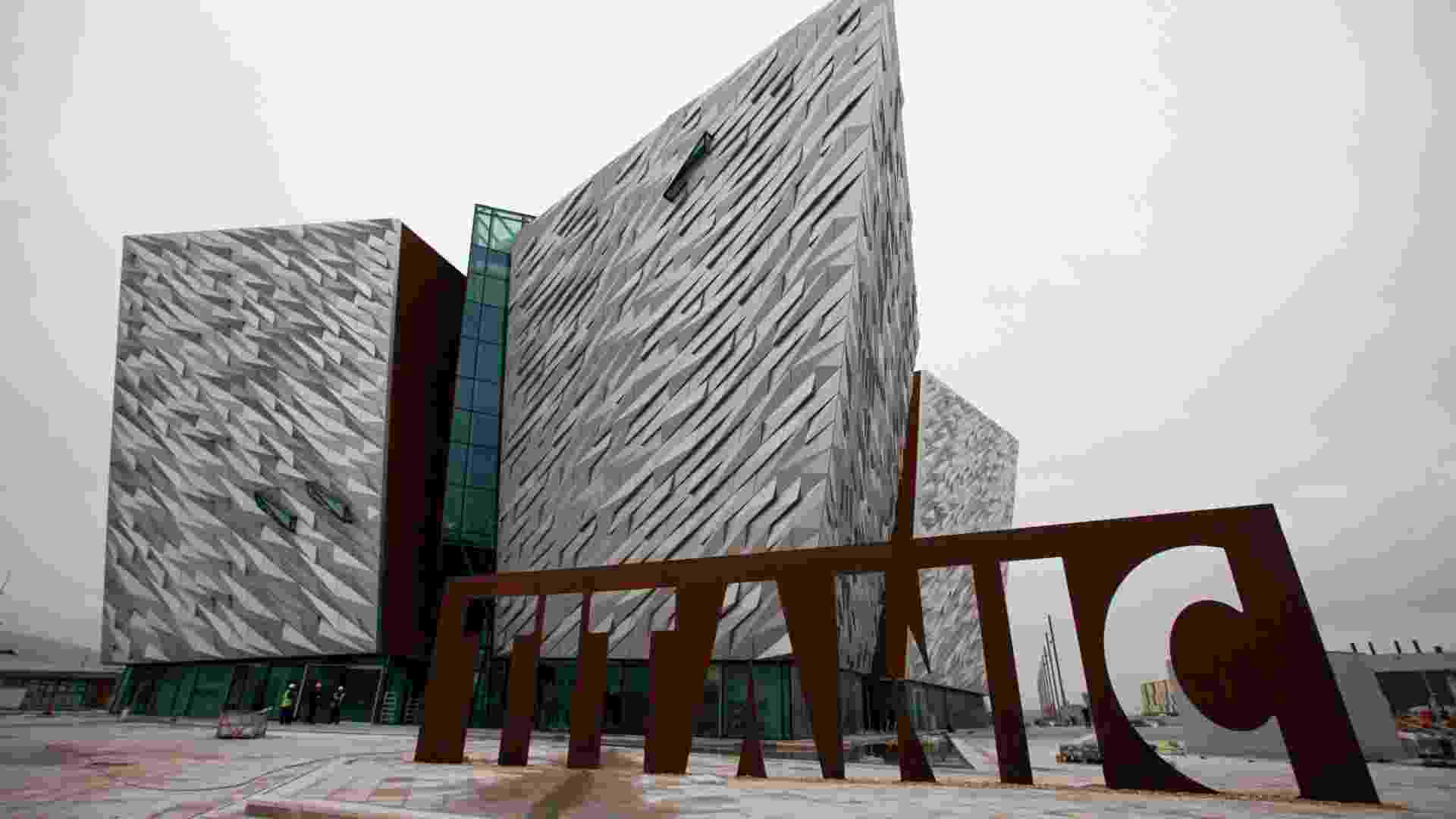 Fachada do Titanic Belfast, centro de Belfast, Irlanda do Norte, dedicado à embarcação que naufragou em 1912 (13/3/12) - Peter Muhly/AFP Photo