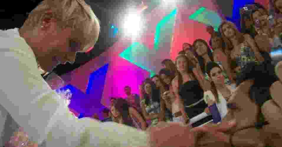 Rodrigo no programa da Xuxa - Reprodução/Vivianne Vida