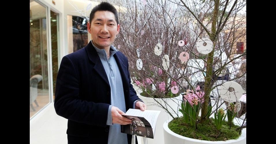 O chinês Jason Tian está reformando a casa e veio buscar novas ideias de decoração para o lar aqui na London Design Week 2012