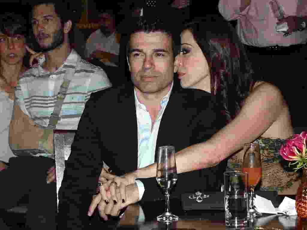 Claudia Raia troca carinhos com namorado Jarbas Homem de Mello na entrega do prêmio Shell de Teatro de São Paulo (20/3/11) - Photo Rio News