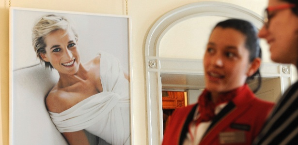 Foto de princesa Diana é exposta no Palácio de Kensington, em Londres (20/3/12) - EFE