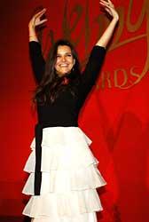 Abigail Chisman, de Vogue.co.uk, comemora o Webby Awards na categoria de melhor site de moda