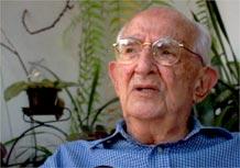 O empresário e bibliófilo José Mindlin fala com a TV UOL